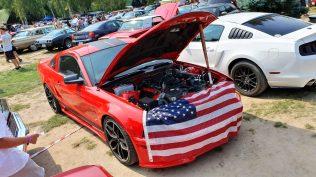 2019-sraz-americkych-aut-hradecka-V8- (38)