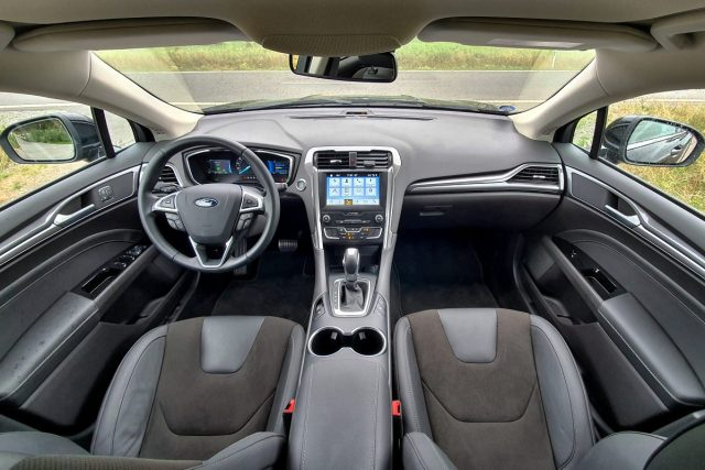 test-2019-ford-mondeo-kombi-hybrid- (30)