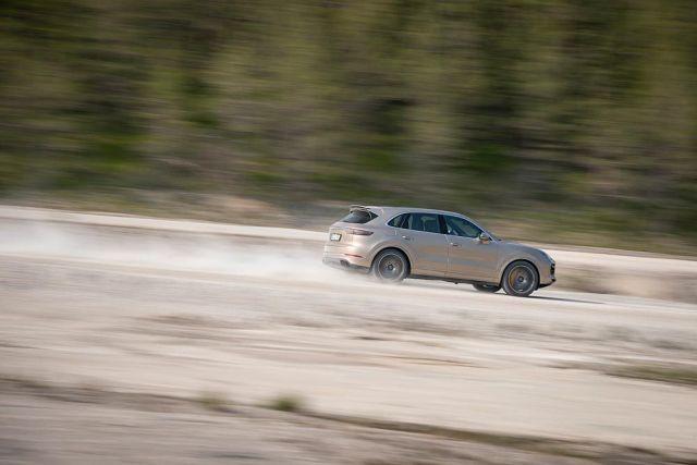 Porsche-Cayenne-Turbo-S-E-Hybrid-01