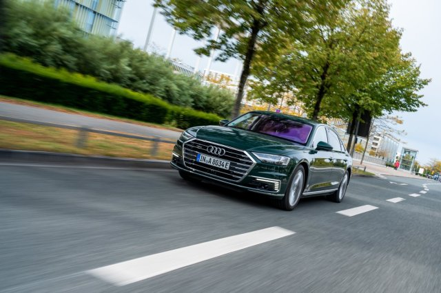 2020_Audi_A8_L_60_TFSI_e_quattro_plug-in_hybrid- (12)