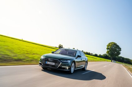 2020_Audi_A8_L_60_TFSI_e_quattro_plug-in_hybrid- (9)