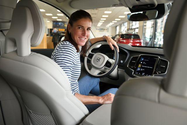 Zuzana-Hejnova-za-volantem-vozu-Volvo-XC90