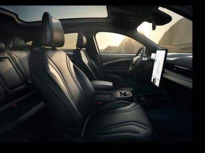 2020-Ford-Mustang-Mach-e-elektromobil- (26)
