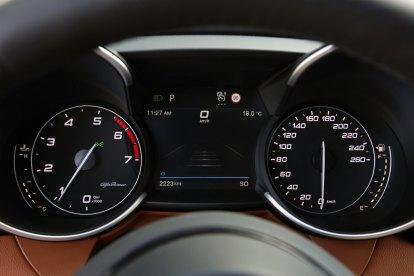 Alfa-Romeo_Giulia-a-Stelvio-interier-MY2020- (10)