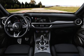 Alfa-Romeo_Giulia-a-Stelvio-interier-MY2020- (7)