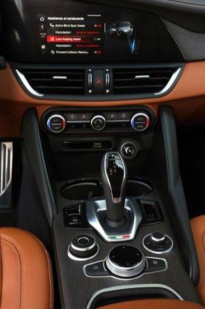 Alfa-Romeo_Giulia-a-Stelvio-interier-MY2020- (9)