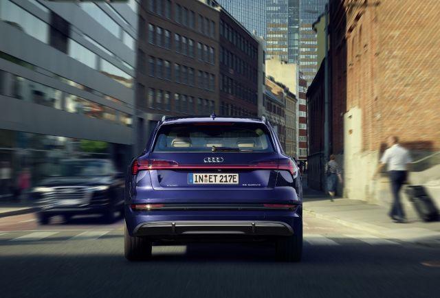 Audi e-tron S line 3
