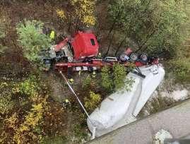 nehoda-kamion-tahac-slovinsko-
