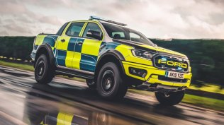 policie-velka-britanie-ford-focus-st-combi-a-ford-ranger-raptor- (11)