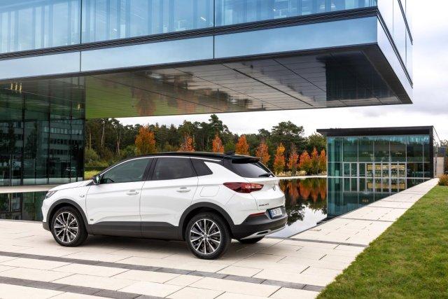 Opel-Grandland-X-PHEV- (2)