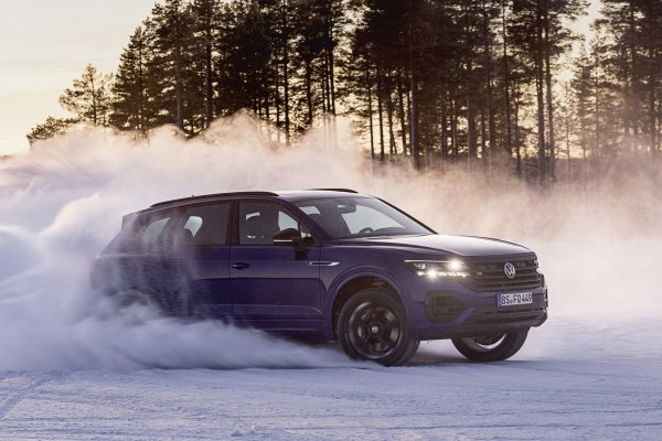 2020-volkswagen-touareg-r-plug-in-hybrid- (13)