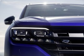 2020-volkswagen-touareg-r-plug-in-hybrid- (8)