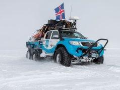 arctic_trucks__antarctica_toyota-hilux