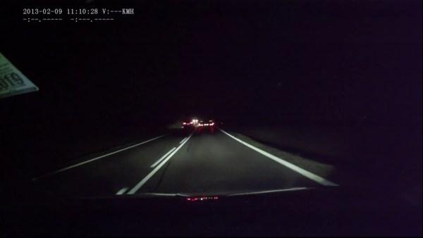 Policie pátrá po řidiči, který nebezpečně předjížděl přes dvojitou plnou čáru