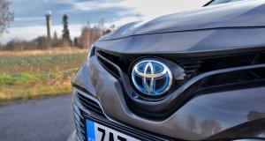 test-2019-toyota-camry-hybrid- (10)