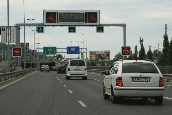 Praha už plánuje mýtné za vjezd do centra. Nejdražší to budou mít stará auta a SUV