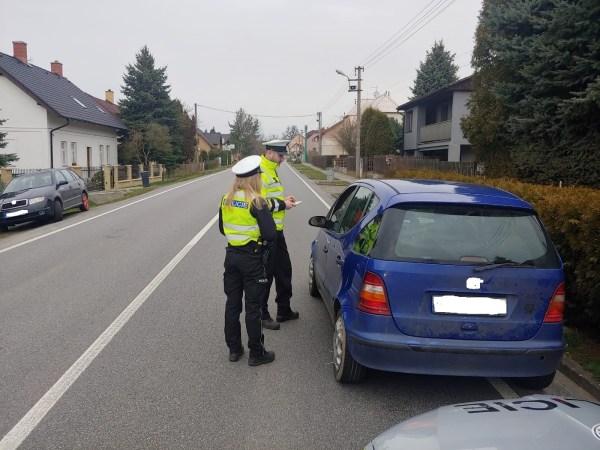 Ministr vnitra si myslí, že řidiči jezdí zbytečně. Chce zpět policejní kontroly. Už tento víkend