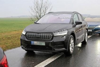 spy-foto-elektromobil-2021-Skoda-Enyaq-carscoops- (1)