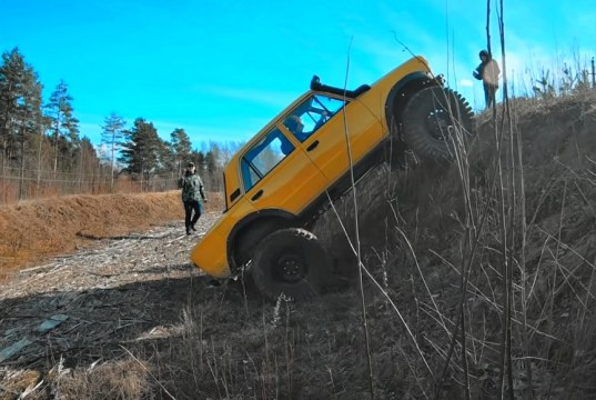 lada-monster-truck-s-motorem-v8-video