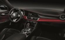 2020-Alfa-Romeo-Stelvio-Quadrifoglio-a-Alfa-Romeo-Giulia-Quadrifoglio-facelift- (7)