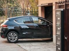garaz-neni-vsespasna-zivotnost-auta-ale-prodluzuje-i-v-letnich-mesicich-shutterstock