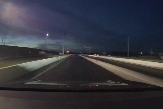 Tesla Model S na sprintu proti Jeepu Grand Cherokee. Výsledek byste původně netipovali