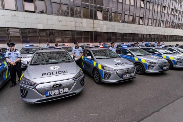 38 vozů Hyundai Ioniq Electric v barvách Policie ČR míří do služby