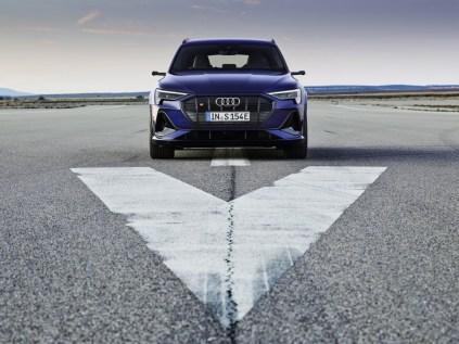 2021-elektromobil-Audi_e-tron_S- (1)