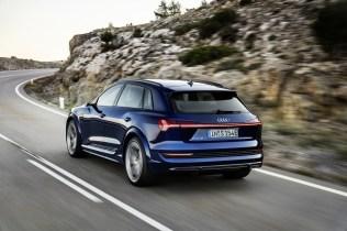 2021-elektromobil-Audi_e-tron_S- (8)