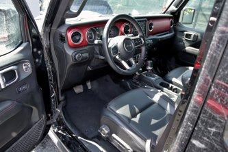 test-2020-jeep_wrangler_rubicon-a-jeep_wrangler_sahara- (31)