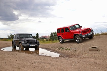 test-2020-jeep_wrangler_rubicon-a-jeep_wrangler_sahara- (4)