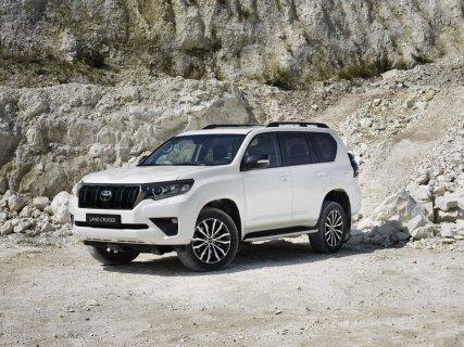 2020-Toyota_Land_Cruiser-Black_Pack-facelift- (1)