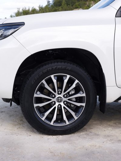 2020-Toyota_Land_Cruiser-Black_Pack-facelift- (7)
