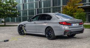 2020-plug-in-hybrid-bmw-545e-xdrive- (2)