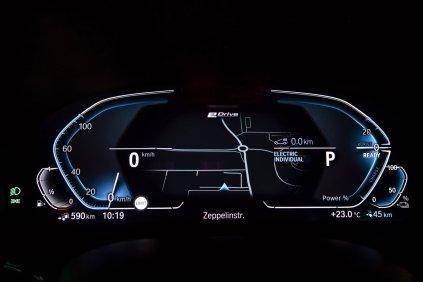 2020-plug-in-hybrid-bmw-545e-xdrive-digit- (1)