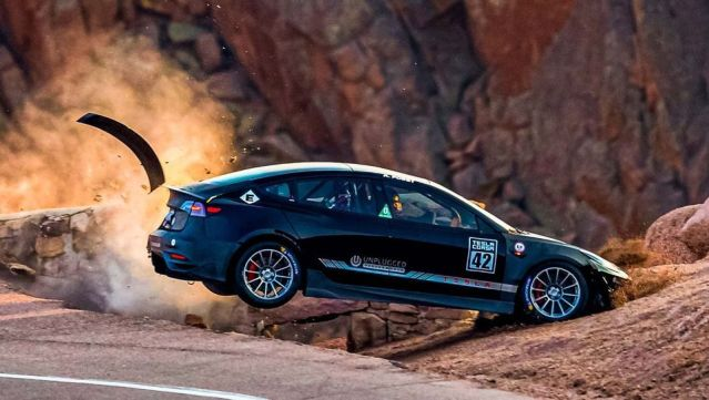 tesla-model-3-nehoda-pikes-peak-video