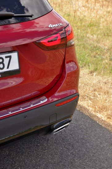 test-2020-mercedes-benz-gla-220d-4matic- (20)
