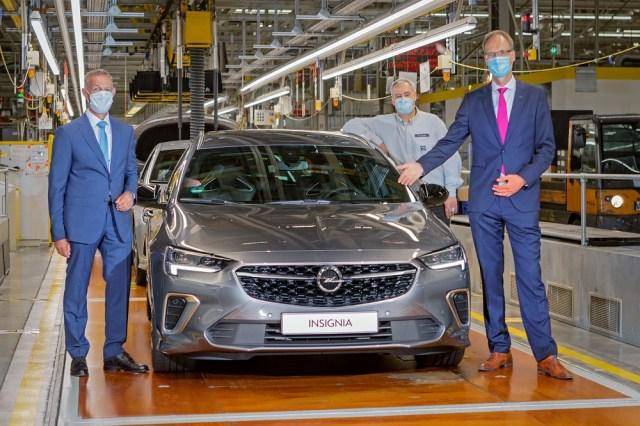 SORP Opel Insignia MCM im Werk Rüsselsheim - 11. September 2020 - Links Oberbürgermeister Udo Bausch, rechts CEO Michael Lohscheller, hinten Werksleiter Michael Lewald