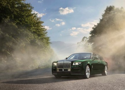 2021-rolls-royce-ghost-extended- (1)
