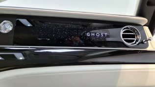2021-rolls-royce-ghost-extended-live- (14)