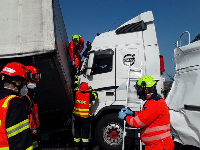 Řidiči dodávek a náklaďáků bourají jako o život. Na dálnicích jsou dle statistik velmi nebezpeční