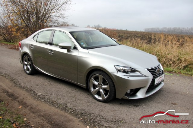 test-lexus-is-300h