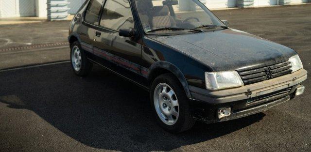 Aventure-Peugeot-renovace-Peugeot_205-GTi- (3)
