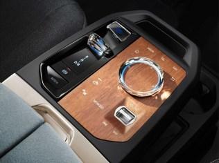 2021-elektromobil-BMW_iX- (13)