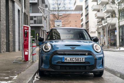 2021-facelift-elektromobilu-MINI_Cooper_SE- (1)