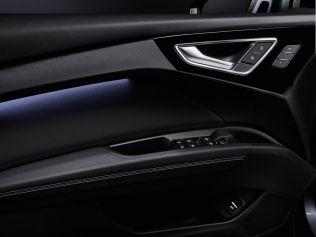 2022-elektromobil-Audi_Q4_e-tron- (18)