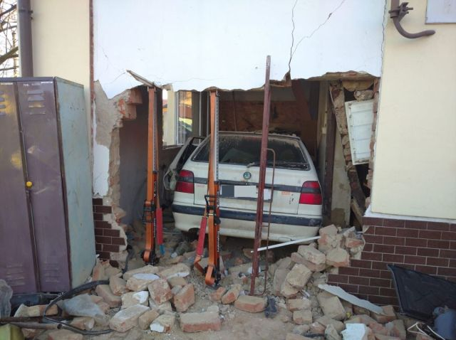 hasicska-zbrojnice-skoda-felicia-nehoda- (1)