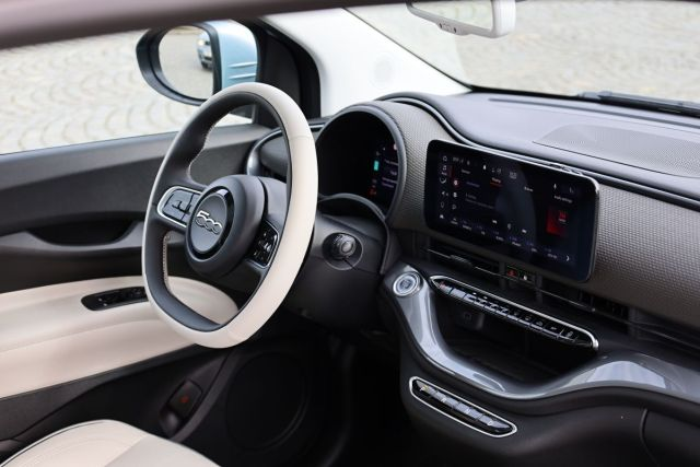 test-2021-elektromobil-fiat_500e-la_prima- (22)