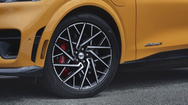 2021-Ford_Mustang-Mach-E-GT- (4)