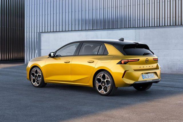 2022-Opel_Astra-2